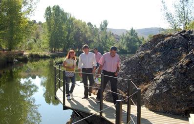 El Alcalde en la visita al Duero