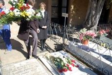 Ofrenda en la tumba de Leonor