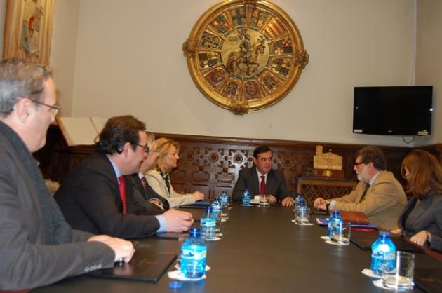 Reunión entre FOES y Diputación