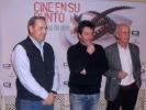 Urbizu entre el responsable del Hotel Alfonso VIII y el director del Cine Club UNED