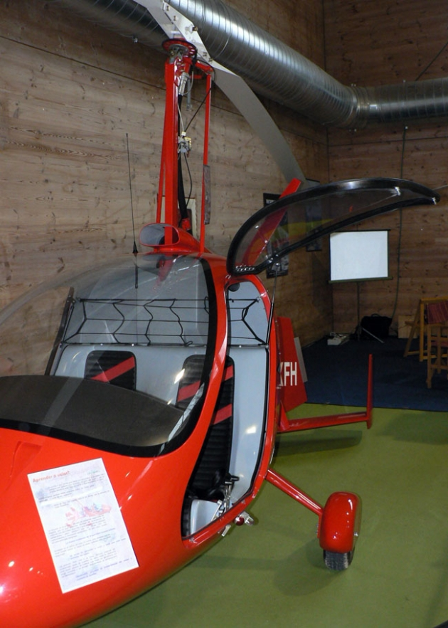Stand del club de autogiro de Soria