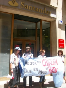 Protesta ante el Banco Santander