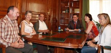 Pardo con alcaldes de El Valle