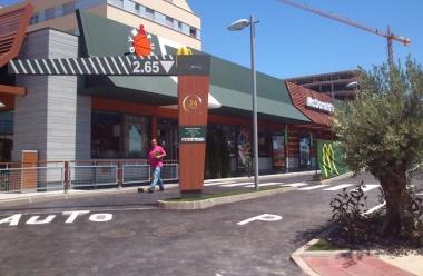 Exterior del McDonald's de Camaretas