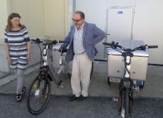 Heredia y Latorre, junto  a dos vehículos de hidrógeno