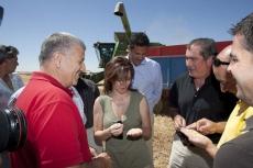Silvia Clemente con agricultores
