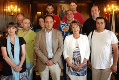 Alumnos junto al delegado territorial