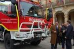 Diputación entrega un camión al Ayuntamiento. Imagen de archivo.