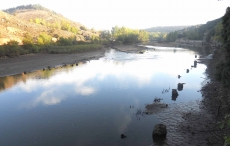 El Duero baja de esta forma a la altura del puente de la ermita de San Saturio
