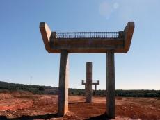 Pilares construidos para la A-11 en la zona de El Burgo