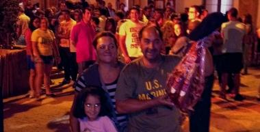 El ganador con su familia
