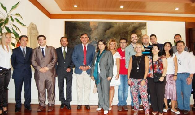Jóvenes abogados con Pardo