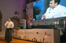 El cocinero Ignacio Solana durante su disertación