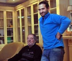 Pepe Mediavilla, sentado, con el organizador Ernesto López