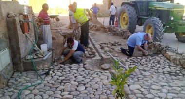 Vecinos trabajando en 'La Bicera'