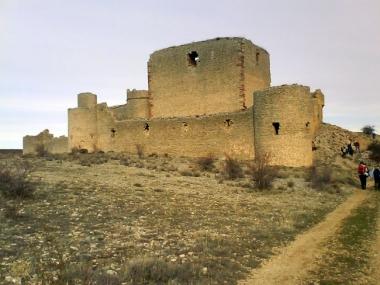 El camino pasa junto al castillo