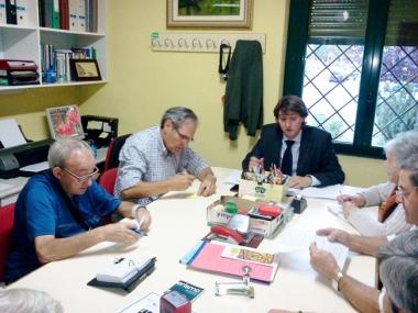 Martínez con representantes de las asociaciones de vecinos