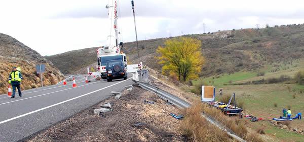 Rescate del camión por una grúa