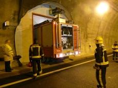 El camión accede al túnel