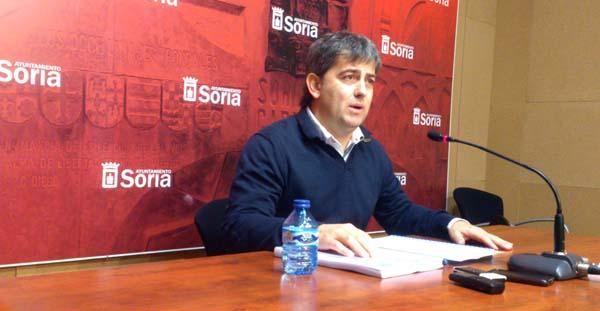 Javier Antón, este viernes, presentando la memoria de la empresa mixta del agua