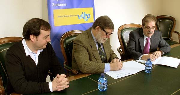 Firma del acuerdo entre FOES y Vibo Viajes
