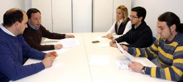 Reunión entre comerciantes y concejales populares