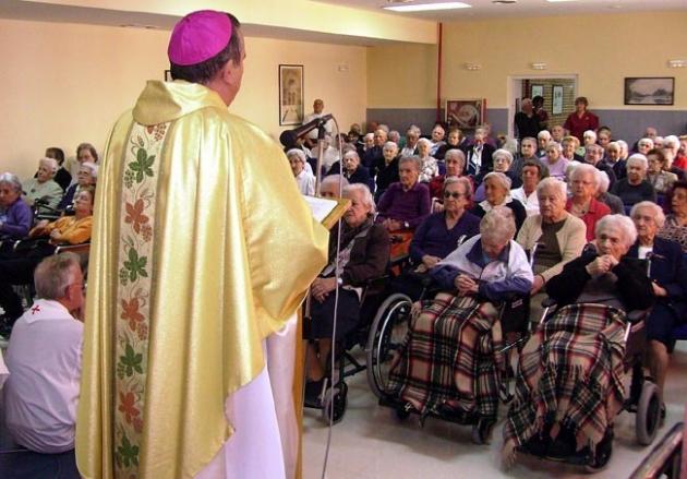 El obispo Melgar en un acto religioso en una residencia para mayores en Soria