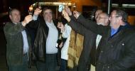 Carmelo Gómez, segundo por la izquierda, brinda por su victoria en las elecciones agrarias