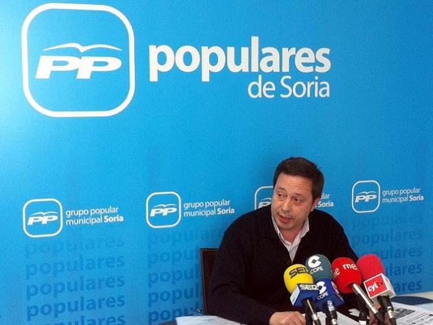 Adolfo Saínz en rueda de prensa