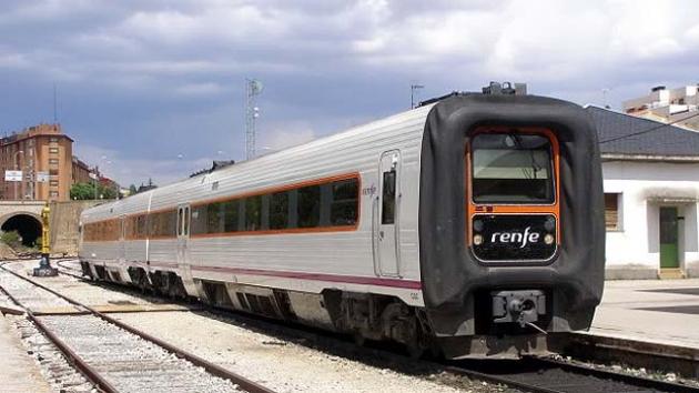 Un tren en la estación del Cañuelo