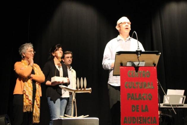 El director Sudgeest recoge el premio de la edición anterior