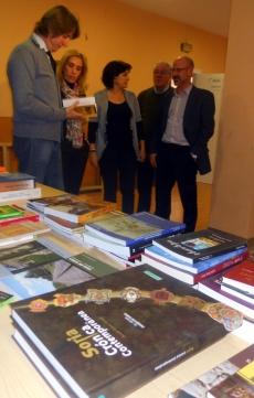 Visita del alcalde al banco de libros
