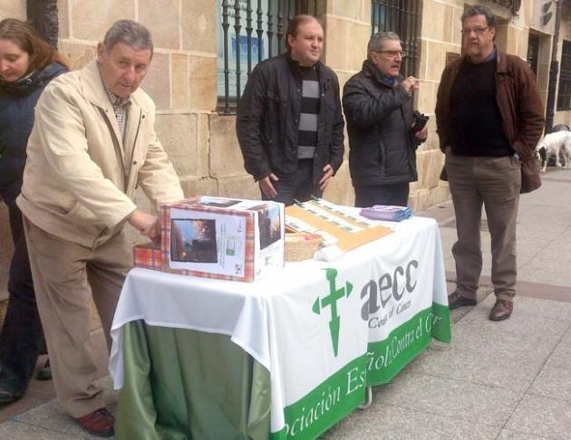 Mesa informativa de la AECC