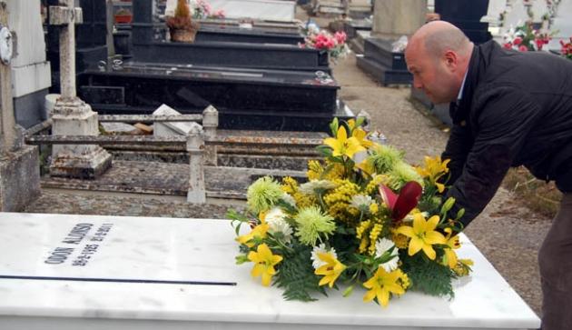 Aceña, en la sepultura de Alonso