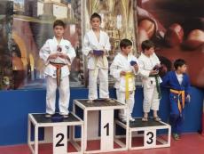 Aarón Melgar en lo más alto del podium