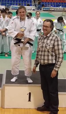 Vanesa Palomar con su trofeo