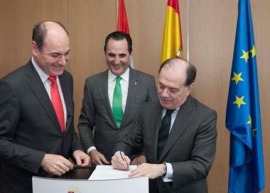 Firma del convenio con Iberaval