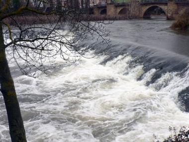 El Duero baja con fuerza por la capital