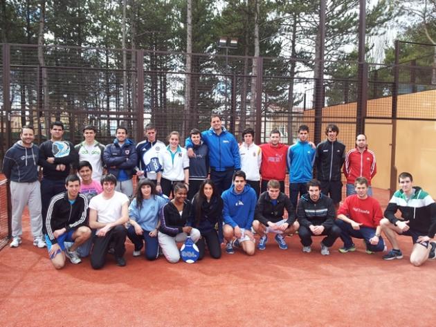 Estudiantes del IES Virgen del Espino en el Club de Padel