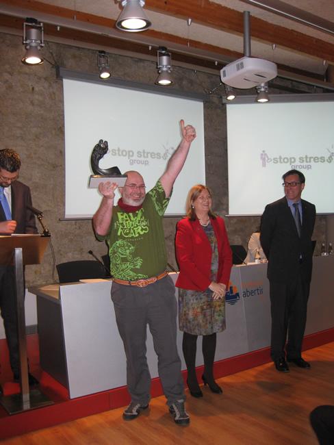 Jorge Arribas recogiendo el premio