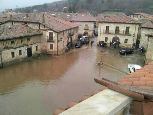 Plaza Mayor de Salduero inundada