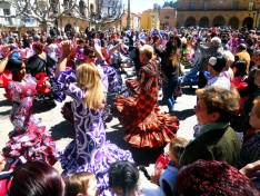 Baile de sevillanas en la Pza Mayor