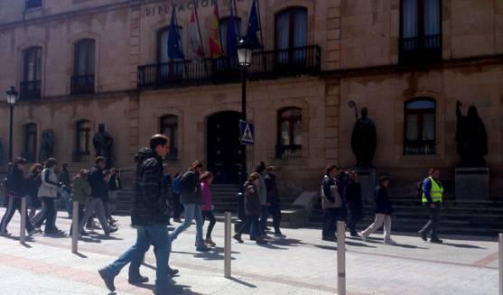 Los caminantes en la ciudad