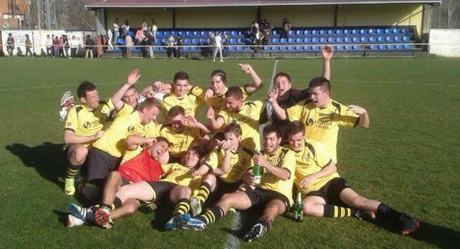 Los jugadores celebrando el triunfo