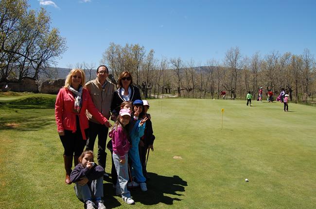 Foto 1 - 170 escolares participan en los cursos de iniciación al golf en Pedrajas organizados por la Diputación