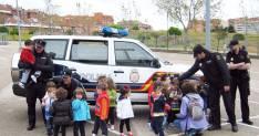Niños de Camareta con la Policía