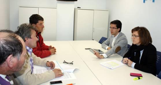 José María Gómez, de Cascajosa;  Luciano Hernández, de Fuentetoba; y Alberto Andrés, de Rabanera; reunidos con Marima Angulo y Tomás Cabezón