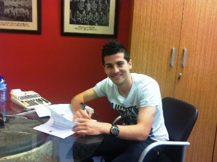 Bonilla firmando su nuevo contrato