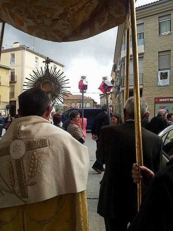 Inicio de la procesión del Santísimo.