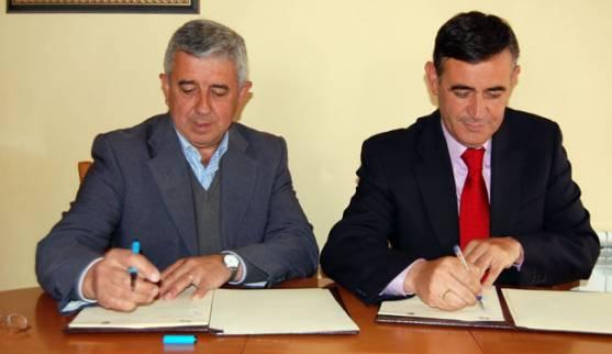 Firma convenio con San Leonardo